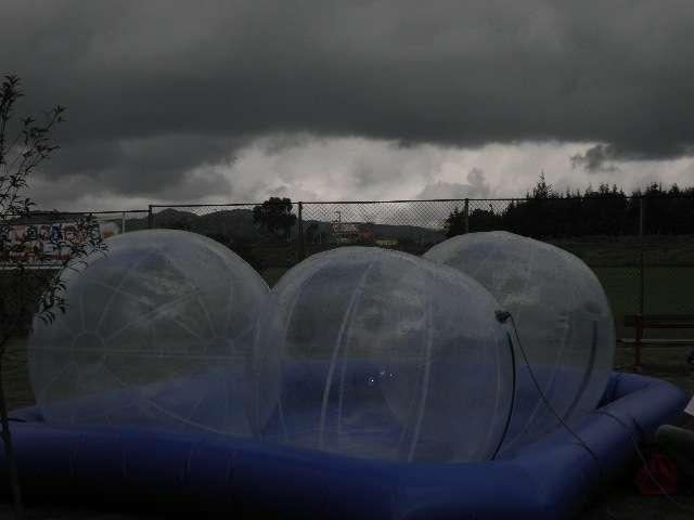 Saltarines e inflables toro mecanico esferas barquitos sumos globos en helio