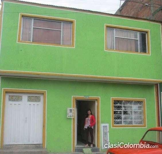 Vendo urgente casa grande y rentable en el barrio quintas del sur en muy buenas condiciones.