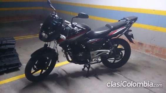 En buen estado vendo moto pulsar 220s mod.2011 escucho oferta.