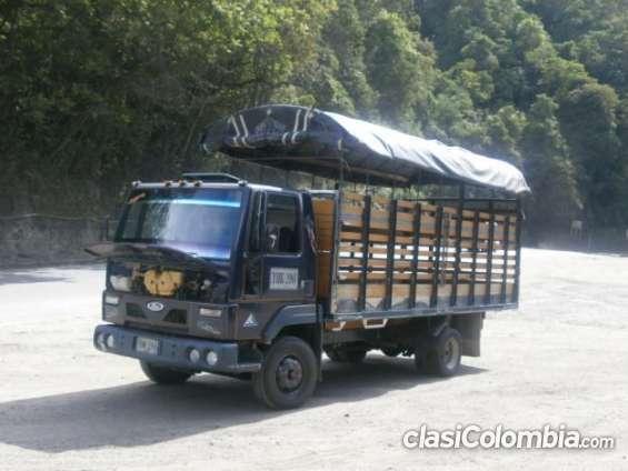Quiero vender ford cargo 815 muy buen estado!