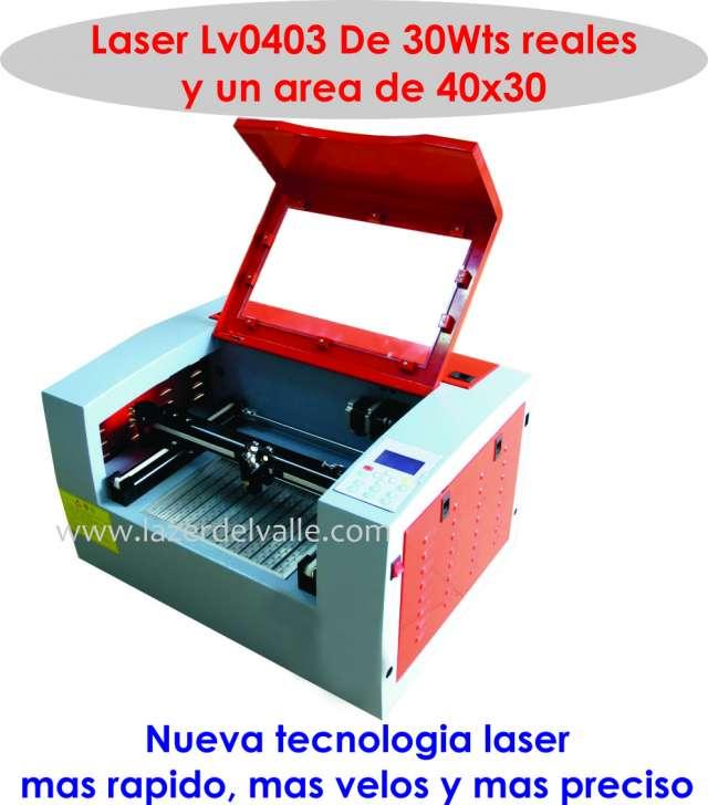 Vendo mini laser de grabado de 30w con cama baja en bogota