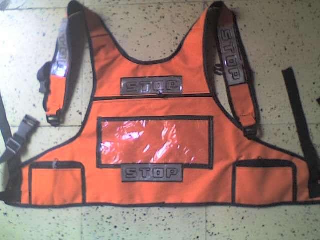 Chaleco maletín sencillo x 100 und $4.900 c/u