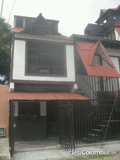 Casa de 3 niveles arriendo barato construcción tradicional.