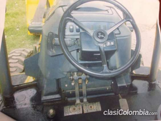 Vendo retroexcabadora john deere modelo 310j sin detalles.