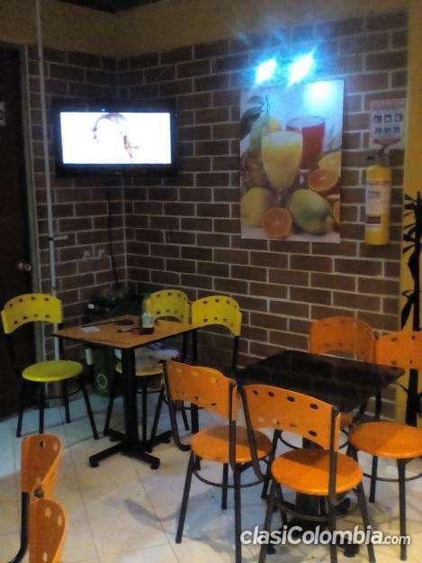 Muy poco uso se vende restaurante pizzeria y comidas rapidas en muy buenas condiciones.