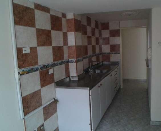 Apartamento en medellín robledo espacios e iluminacion.
