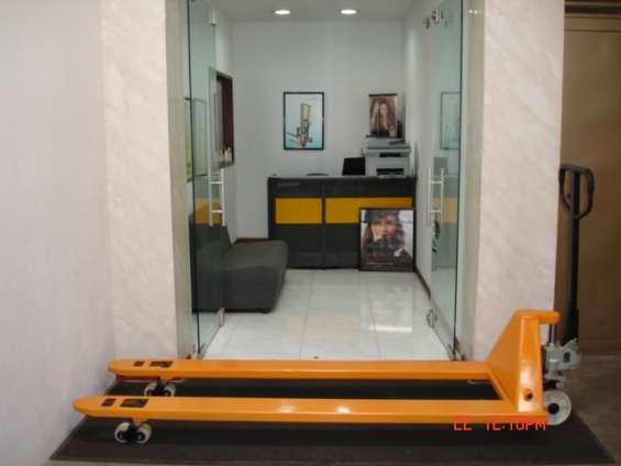 Estibadora hidraulica manual 2 metros para carga especial