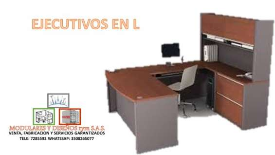 Fabricación y mantenimiento de escritorios de vidrio en l